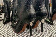 დემნა გვასალიას შექმნილ ახალ ფეხსაცმელს ბოთლის გასახსნელი აქვს